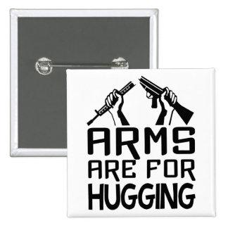 Los brazos están para abrazar el botón pin cuadrado