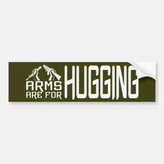 Los brazos están para abrazar el bumpersticker de pegatina de parachoque