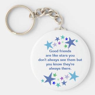 Los buenos amigos son como cita de la diversión de llavero redondo tipo pin