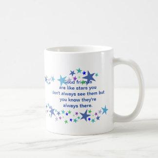 Los buenos amigos son como cita de la diversión de tazas