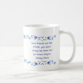 Los buenos amigos son como cita de la diversión de taza de café