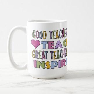 Los buenos profesores enseñan taza básica blanca