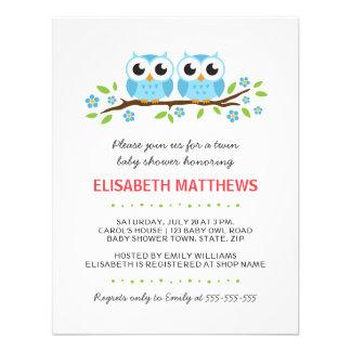 Los búhos azules en rama floral hermanan la fiesta invitaciones personalizada