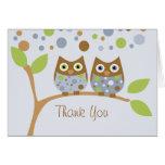 Los búhos azules gemelos le agradecen observar tarjetón