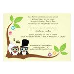 Los búhos del árbol de novia y del novio que casan invitaciones personales