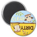 Los búhos del bebé limpian el imán sucio del lavap