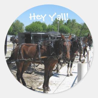 ¡Los caballos de Amish dicen hola! Etiquetas Redondas