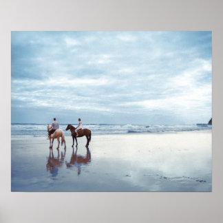 Los caballos de un montar a caballo de los pares e poster