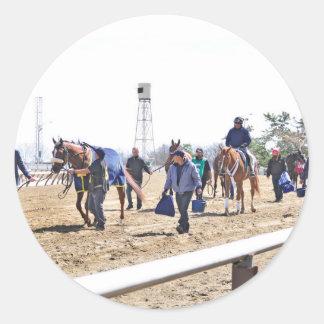 Los caballos superiores del acueducto que dirigen pegatina redonda