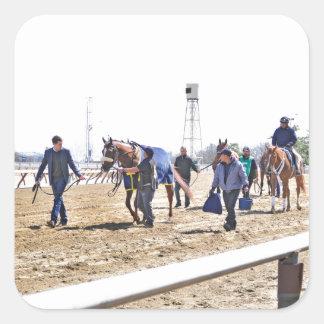 Los caballos superiores del acueducto que dirigen pegatina cuadrada