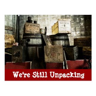 Los cajones de madera antiguos movimos nuevas tarjeta postal