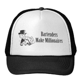 Los camareros hacen a millonarios gorra