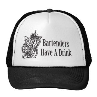 Los camareros tienen una bebida gorros bordados