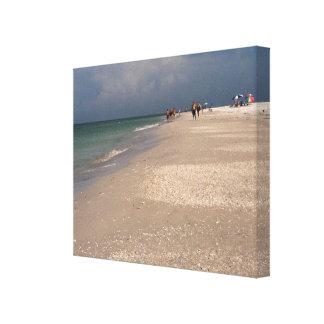 Los caminante hermosos de la playa envolvieron la impresiones de lienzo