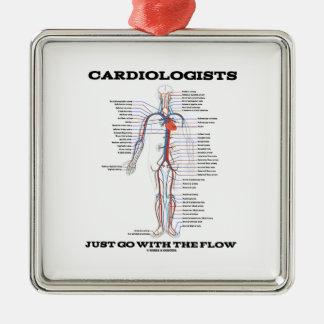 Los cardiólogos apenas van con el flujo adorno cuadrado plateado