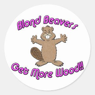Los castores rubios consiguen más de madera pegatina redonda