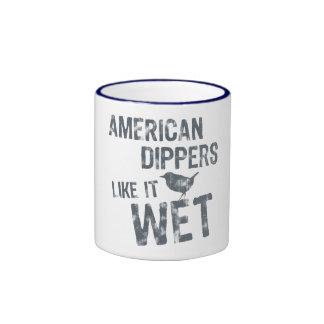 Los cazos americanos tienen gusto de él mojado taza
