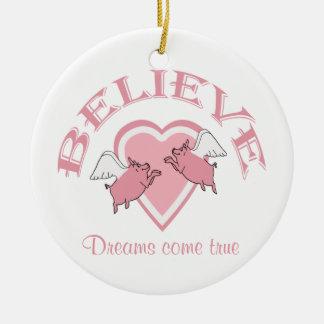 Los cerdos del vuelo creen rosa adorno redondo de cerámica