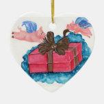 Los cerdos del vuelo envuelven un paquete ornamentos de reyes magos