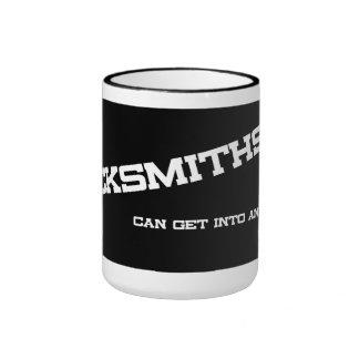 Los cerrajeros pueden conseguir en cualquier cosa  taza de café