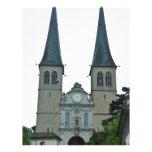 Los chapiteles gemelos de la iglesia de Hof (Hofki
