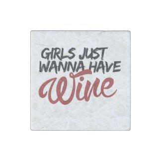 Los chicas apenas quieren comer vino imán de piedra
