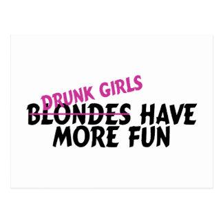 Los chicas borrachos se divierten más tarjeta postal