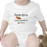 Los chicas de granja no tienen miedo de conseguir  traje de bebé