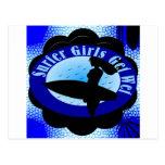 Los chicas de la persona que practica surf postal