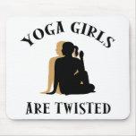 Los chicas de la yoga son regalo torcido alfombrillas de raton