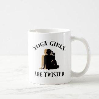 Los chicas de la yoga son regalo torcido tazas