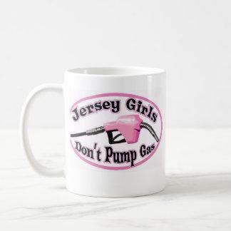 Los chicas del jersey no bombean la taza de café
