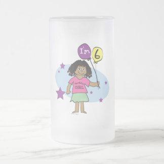 Los chicas étnicos soy el 6to cumpleaños 6 taza de café