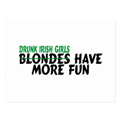 Los chicas irlandeses borrachos se divierten más tarjeta postal