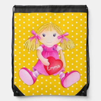 Los chicas nombran el bolso de lazo amarillo del mochilas