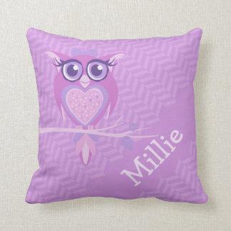 Los chicas púrpuras nombraron la almohada del amor