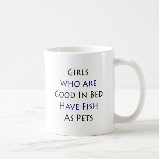 Los chicas que son buenos en cama tienen pescados  tazas de café
