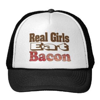 Los chicas reales comen el tocino gorras de camionero