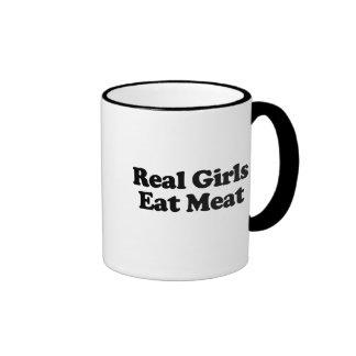 Los chicas reales comen la carne tazas