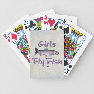¡Los chicas vuelan pescados también! Pesca con Baraja De Cartas Bicycle
