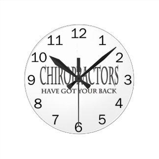 Los Chiropractors tienen su parte posterior Reloj Redondo Mediano