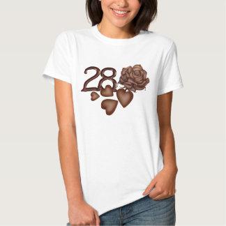 Los chocolates subiós y numeran 28 camisetas del playeras