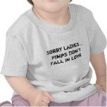 Los chulos tristes de las señoras… no caen en amor camiseta