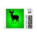 los ciervos con imagen de fondo verde en zazzle franqueo
