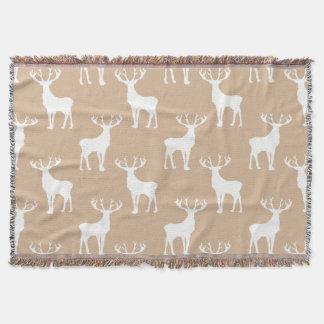 Los ciervos modelan en blanco en moreno suave manta