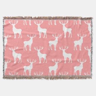 Los ciervos modelan en blanco en rosa manta
