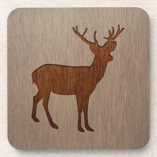 Los ciervos siluetean grabado en el diseño de posavasos