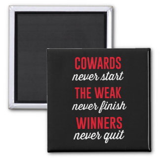 Los cobardes nunca comienzan, el débil nunca imán cuadrado