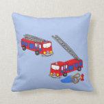 Los coches de bomberos rojos del bombero almohadas