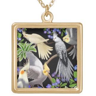 Los Cockatiels en jardín florecen el collar